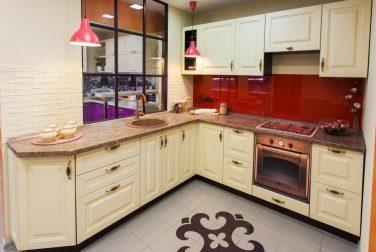 Кухня с фасадом с эмалью Аманда