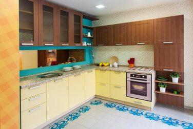 Кухня с фасадом с эмалью Перлино