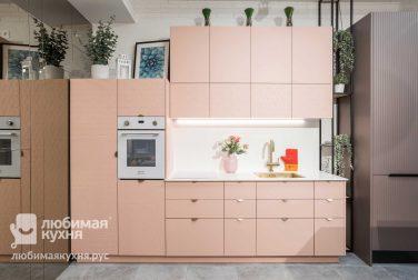 Розовая кухня Бретани